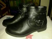 Girls Boots size 11 new £5