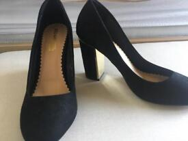 Dune black suede & gold size 6 shoes