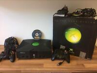 XBOX CONSOLE WITH 4 PADS & VOODOO VINCE
