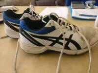 Asics youth cricket spikes size 5.5