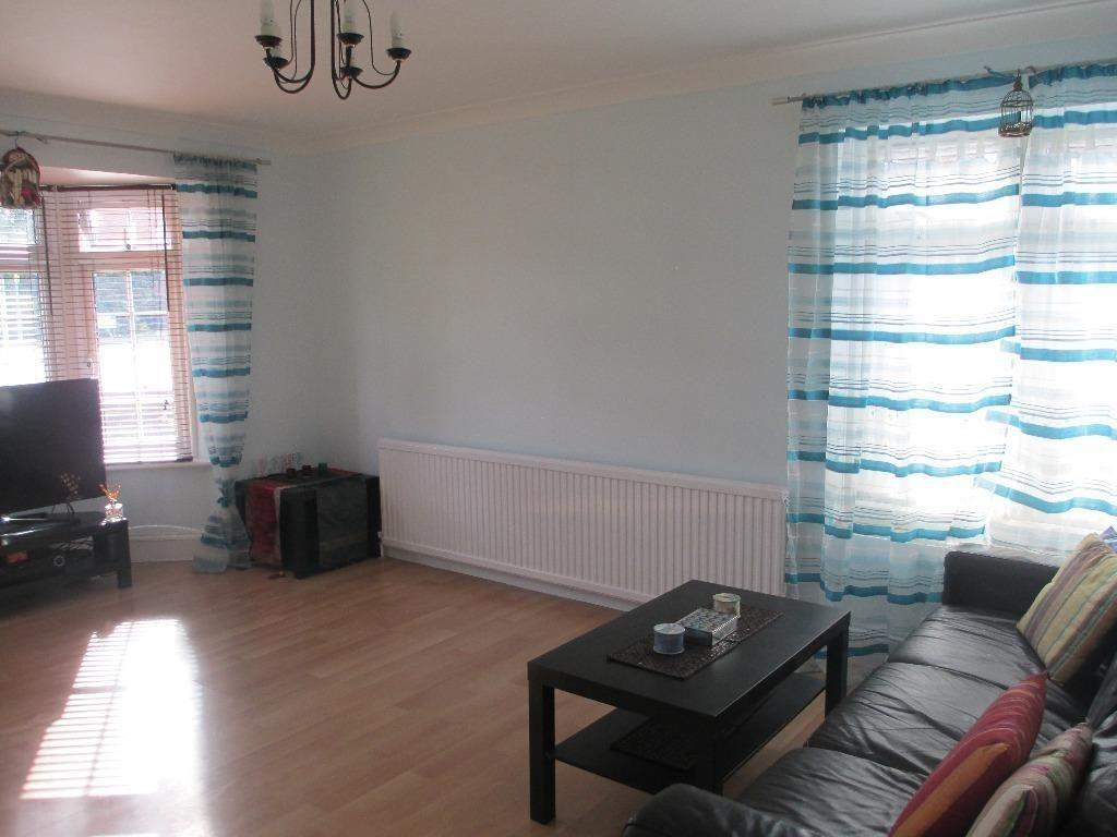 PURPOSE BUILT G/F FLAT TO RENT IN BARKINGSIDE! MODERN AND FURNISHED! CLOSE TO HAINAULT STATION £1100