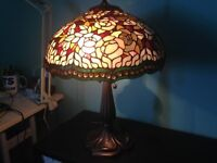 STUNNING LARGE TIFFANY STYLE TABLE LAMP