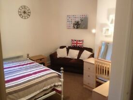 A Lovely 3 very large bedroom flat in Portswood for students from July.