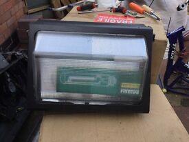 X 5 out door light large with 150 watt bulbs