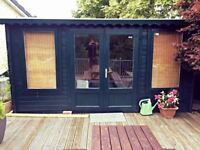 Summer House/office internal size 3.28x4.28 also included is decking 4.50x4.50 & rails