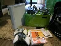 Xbox 360 + 32 games + mics