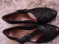 Ladies Clarks Leather shoes size 5