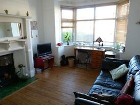 ONE BEDROOM GARDEN FLAT TO LET IN GOLDERS GREEN