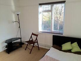 Sunny & Double Bedroom - bills included