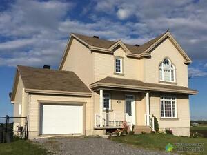 334 900$ - Maison 2 étages à vendre à St-Hyacinthe Saint-Hyacinthe Québec image 2