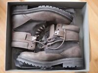 Al saint men boots Size 42 (offer wellcome ) fixed final price