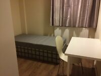 Location! Surrey quays cosy large single room to let