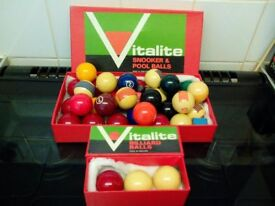 VINTAGE SNOOKER POOL AND BILLIARD BALLS 1.5 INCH VITALITE 3 CUE 1 REST SPARE TIPS