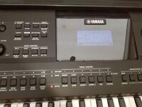 As new, Yamaha PSR E453 + quick lock stand