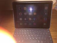 "Apple iPad Pro 9.7"" 32 GB Space Gray + Apple Keyboard & Back Cover (Gray)"