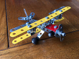 Meccano biplane kit - 88 piece - suitable for age 7+ - complete with instructions & tools