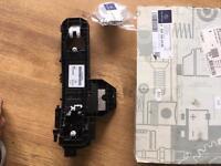 Mercedes lock bearing bracket drivers door W176
