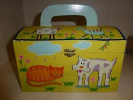 GIRLS SMALL STORAGE TRUNK