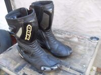 BIKER BOOTS FULLY ARMOURED SIZE 10 PLUS OTHER BIKER GEAR £20