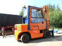 FORK LIFT TRUCK TOYOTA 2.5 TON DIESEL WITH GENUINE HARRIS CAB AND HEATER