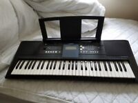 Yamaha PSR E333 touch sensitive keyboard in excellent condition