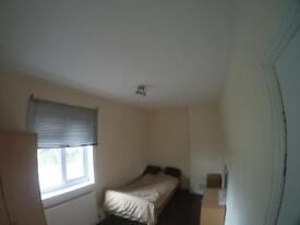 UB7 0DW: Double room to rent, bills included