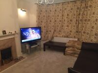 clean bright room in quiet house,Close to Shops