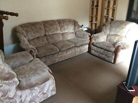 Three seaters sofa with two chairs, very clean , Washable