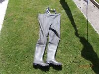 VASS FISHING CHEST WADERS SIZE 9
