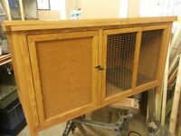 Rabbit hutch large size in excellent condition
