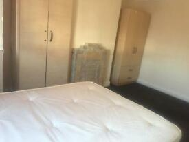 DOUBLE ROOMS TO RENT IN EDMONTON N9 CLOSE TO EDMONTON GREEN STATION
