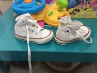 White boot converse size 4 (infant)