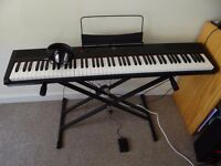 Gear4music Electronic Keyboard 4 months use FOR SALE!!