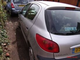 Peugeot 206 for sale in very good condition with MOT until mid January 2019