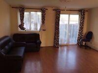 2 twin//triple double rooms+PRIVATE GARDEN,LIVING ROOM, near Bethnal Green,Whitechapel, Tesco 2 w/c