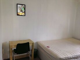DOUBLE FOR SINGLE ROOM AVAILABLE IN STRATFORD - 10 MINS WALK FROM STARTFORD - BILLS INC. - FREE WIFI