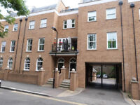 Room to let in a very nice and bright flat facing a park at Calpton Square, Hackney