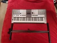 Yamaha PSR E413 Keyboard and stand
