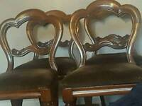 VICTORIAN WALNUT DINING TABLE AND 4 CHAIRS