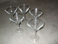 5 cocktail glasses in very good condition