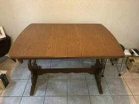 4ft (extends to 5ft) dining table