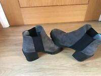 Space grey size 4 heeled new look boots!