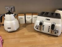 DeLonghi scultra ketle and toaster
