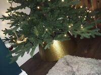 Christmas free standing tree skirt
