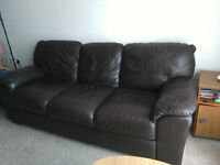 Leather 3 seater sofa in a good condition ( genuine Leather )