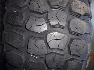 4 pneus d'été neufs 33x12/50/20 Ironman All Country, mesure 20/32.