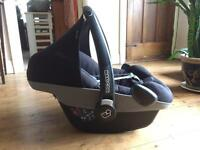 Maxi-Cosi Pebble Group 0+ Baby Car Seat (Black) + optional EasyBase 2 (CAN DELIVER or POST)