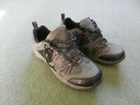 Men's Walking Shoes . Nearly New, Size 9.5 (euro 43), Gelert Ottawa Low Charcoal