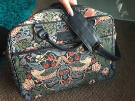 "15"" Padded Laptop Bag with tapestry motif"