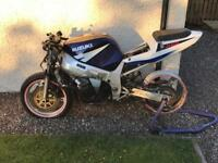 Suzuki gsxr 600. Spares or repairs.2003